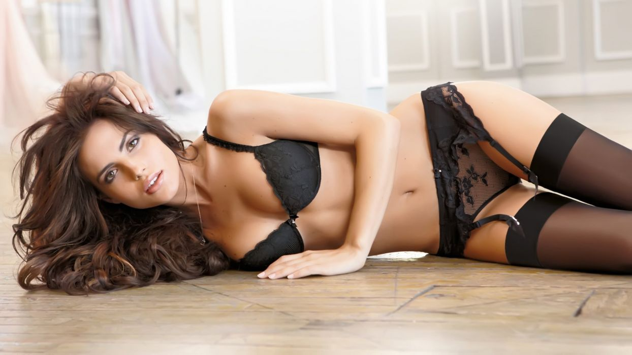 Women In Sexy Lingerie Is Guaranteed to Make You Smile