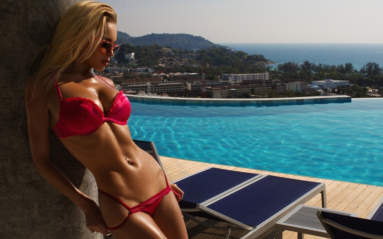 Make A Splash With These Gorgeous Bikini Girls