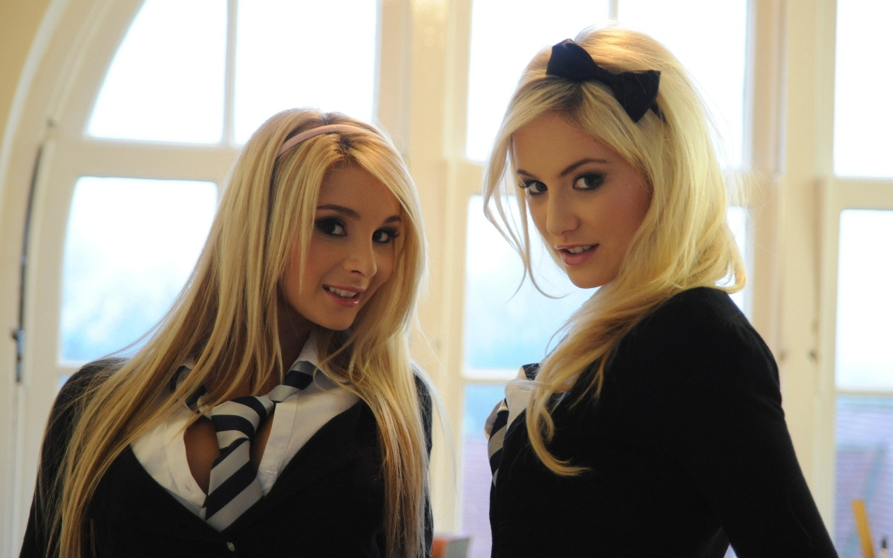 You Won't Get Fooled With These Stunning Blondes